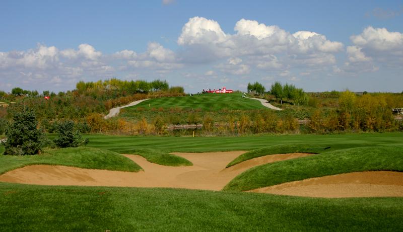 鄂尔多斯附近有高尔夫球场吗